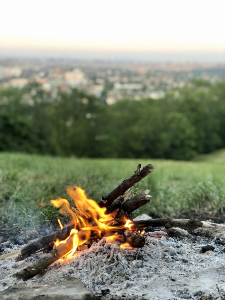 Pfadfinderlagersehnsucht mit Feuer und Wienblick tilgen, mag ich ganz besonders.